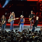 Kenny Chesney Returns to Solider Field